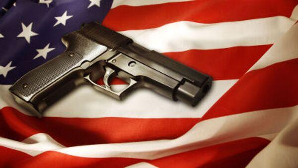 Pistolet na amerykańskiej fladze - Sputnik Polska