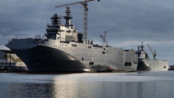 Sewastopol i Władywostok, dwa okręty typu Mistral zamówione przez Rosję od STX France w Saint-Nazaire, południowa Francja, 20 grudnia, 2014 r. - Sputnik Polska