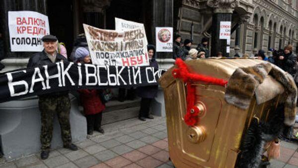 Protesty przed budynkiem Banku Narodowego Ukrainy w Kijowie - Sputnik Polska