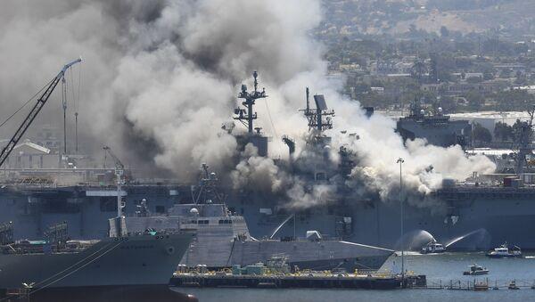 Pożar na USS Bonhomme Richard  - Sputnik Polska