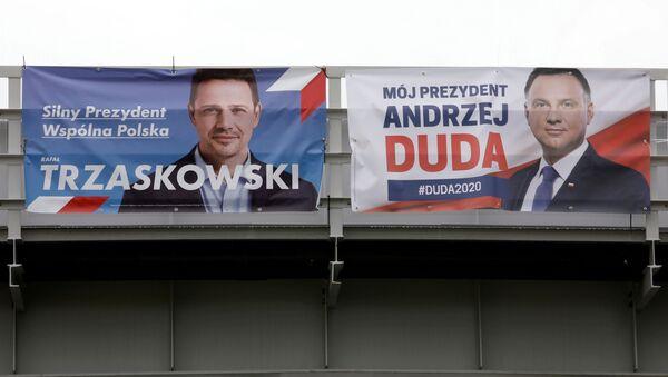 Andrzej Duda i Rafał Trzaskowski na plakatach wyborczych - Sputnik Polska