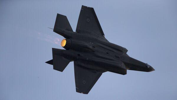 Myśliwiec F-35 sił powietrznych Izraela w czasie ćwiczeń wojskowych - Sputnik Polska