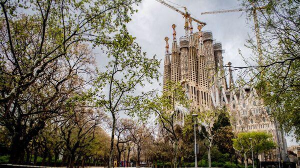 Opustoształe okolice kościoła Sagrada Familia w Barcelonie - Sputnik Polska