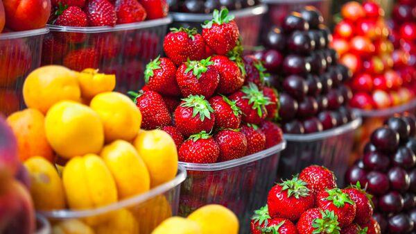 Owoce w sklepie - Sputnik Polska