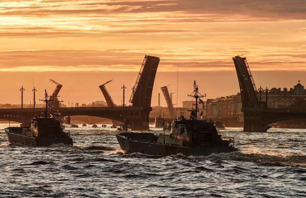 Próba parady z okazji Dnia Marynarki Wojennej Rosji w Petersburgu - Sputnik Polska