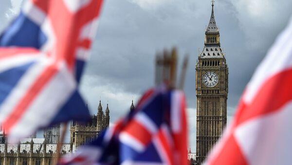 Flagi na tle Big Bena w Londynie - Sputnik Polska