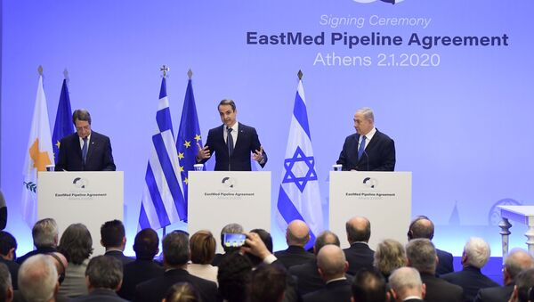 Premier Grecji Kiriakos Mitsotakis, premier Izraela Benjamin Netanjahu i prezydent Cypru Nikos Anastasiadis na podpisaniu umowy w sprawie budowy rurociągu East Med w Atenach.  - Sputnik Polska
