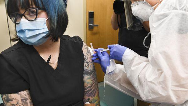 Testy szczepionki na COVID-19 w USA - Sputnik Polska