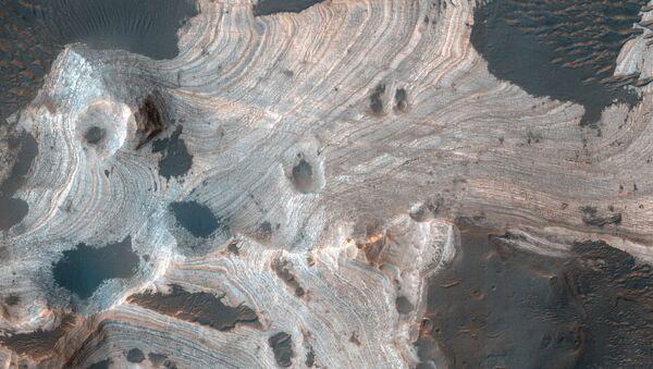 Widok z góry na kratery Marsa - Sputnik Polska