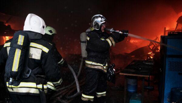 Świadkowie nagrali na wideo wybuch na stacji paliw w stanicy Wassjurinskaja w Kraju Krasnodarskim.  - Sputnik Polska