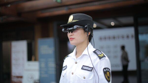 Okulary rozszerzonej rzeczywistości Rokid Glass 2 do pomiaru temperatury - Sputnik Polska