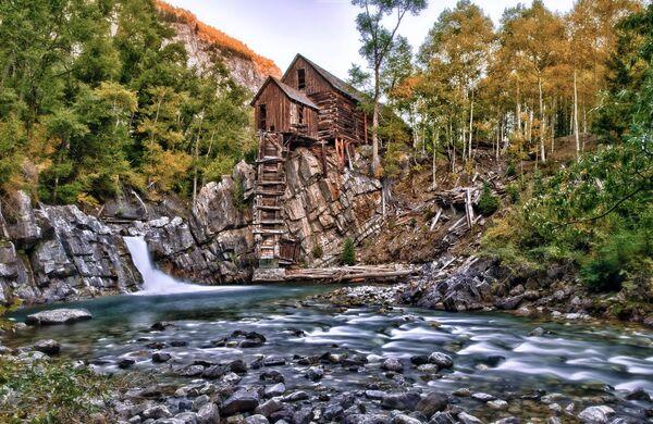 Dom nad wodospadem w Kolorado, USA - Sputnik Polska