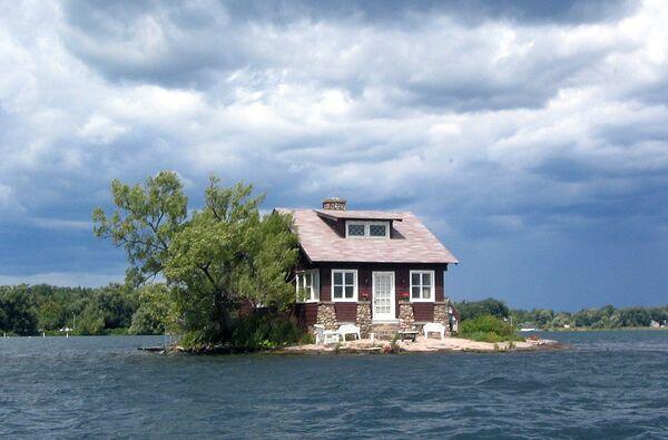 Wyspa Just Room Enough z domem w pobliżu zamku Boldt w USA - Sputnik Polska