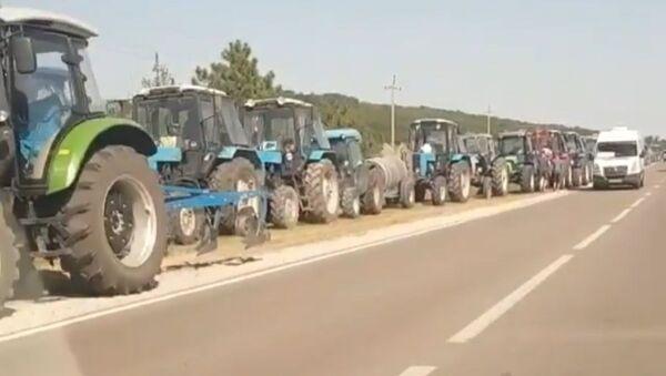 Mołdawscy rolnicy blokują autostradę w pobliżu Kiszyniowa - Sputnik Polska