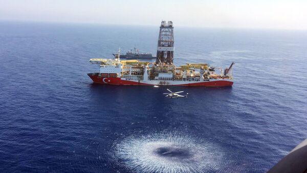 """Turecki statek wiertniczy """"Fatih"""" rozpoczął badania geologiczne złóż węglowodorów u wybrzeży Cypru - Sputnik Polska"""