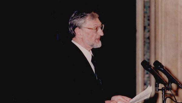 Polski profesor Andrzej Walicki podczas wygłoszenia referatu - Sputnik Polska