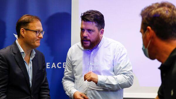 Założyciel funduszu Cinema for Peace Jaka Bizilj i Leonid Wołkow, szef sztabu Nawalnego. - Sputnik Polska