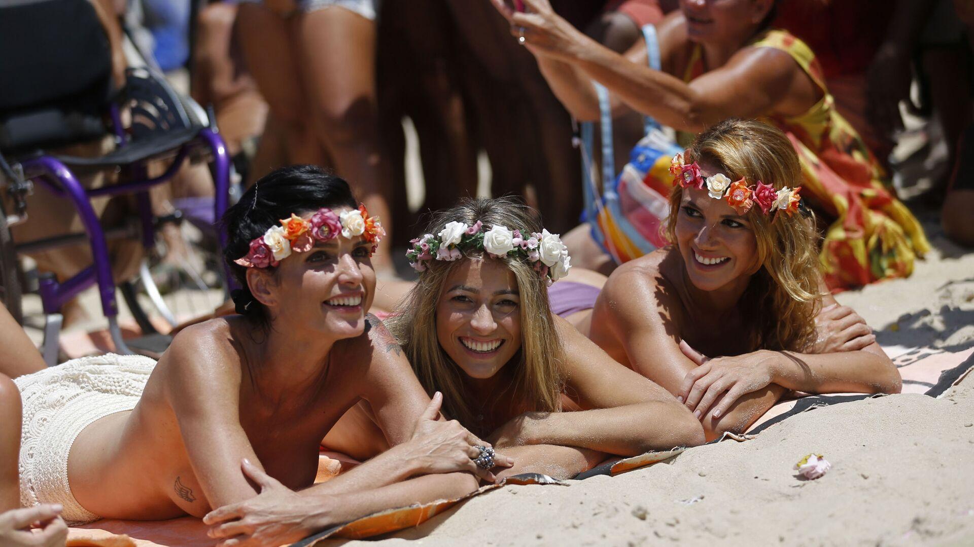 Dziewczyny na plaży w Rio de Janeiro - Sputnik Polska, 1920, 23.03.2021