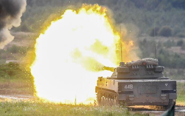 Powietrzne samobieżne działo przeciwpancerne Sprut-SD podczas dynamicznego pokazu uzbrojenia - Sputnik Polska