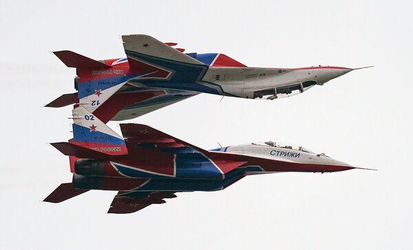 Myśliwce MiG-29 wykonują lot pokazowy w ramach Międzynarodowego Forum Armia 2020 na lotnisku Kubinka - Sputnik Polska