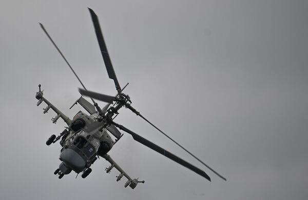 Śmigłowiec szturmowy Ka-52 Alligator wykonuje lot pokazowy w ramach Międzynarodowego Forum Armia 2020 - Sputnik Polska