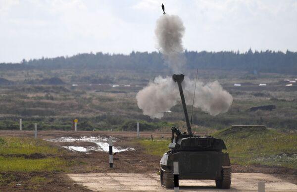Samobieżne działo artyleryjskie 2S34 Hosta podczas dynamicznego pokazu uzbrojenia - Sputnik Polska