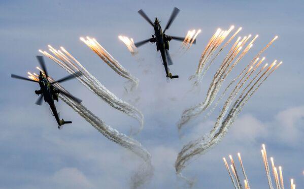 Śmigłowce szturmowe Mi-28N na forum wojskowym Armia 2020 - Sputnik Polska
