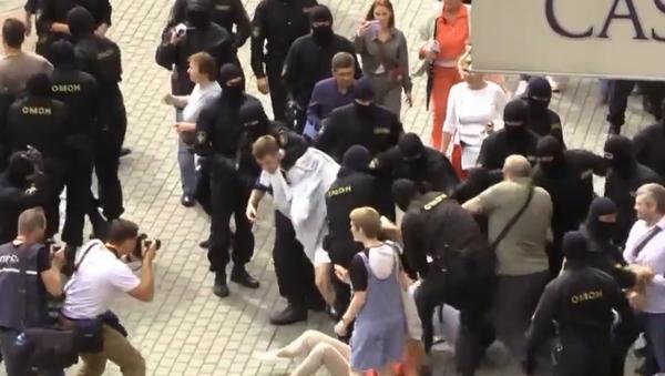 140 osób zatrzymanych podczas protestów w Mińsku - Sputnik Polska