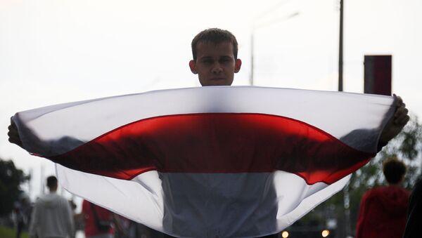 Uczestnik wiecu opozycji w Mińsku - Sputnik Polska