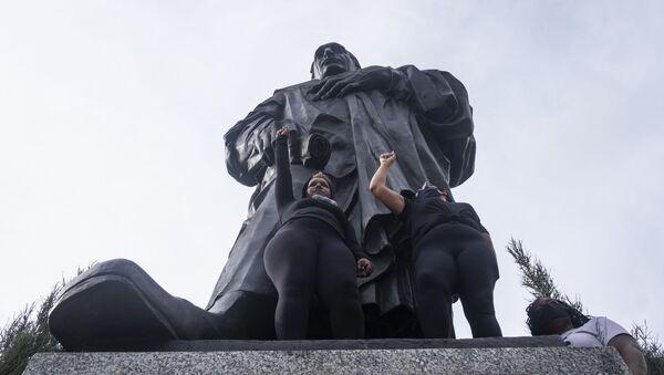Pomnik odkrywcy Ameryki Krzysztofa Kolumba w Columbus - Sputnik Polska