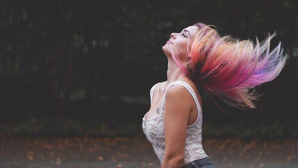 Kobieta z pomalowanymi włosami - Sputnik Polska