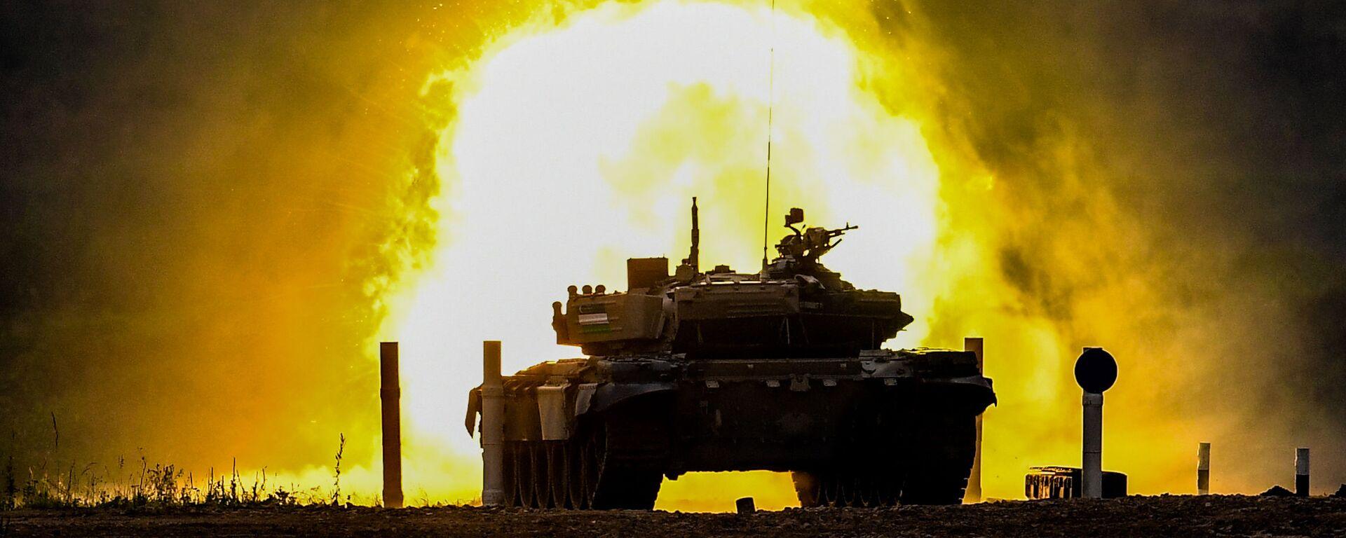 """Czołg T-72 zespołu wojskowego Uzbekistanu podczas zawodów """"Biathlon czołgowy 2020"""" na poligonie Alabino w obwodzie moskiewskim - Sputnik Polska, 1920, 15.04.2021"""