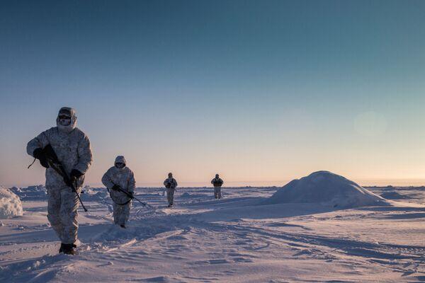 Ćwiczenia sił specjalnych Republiki Czeczeńskiej w rejonie bieguna północnego - Sputnik Polska
