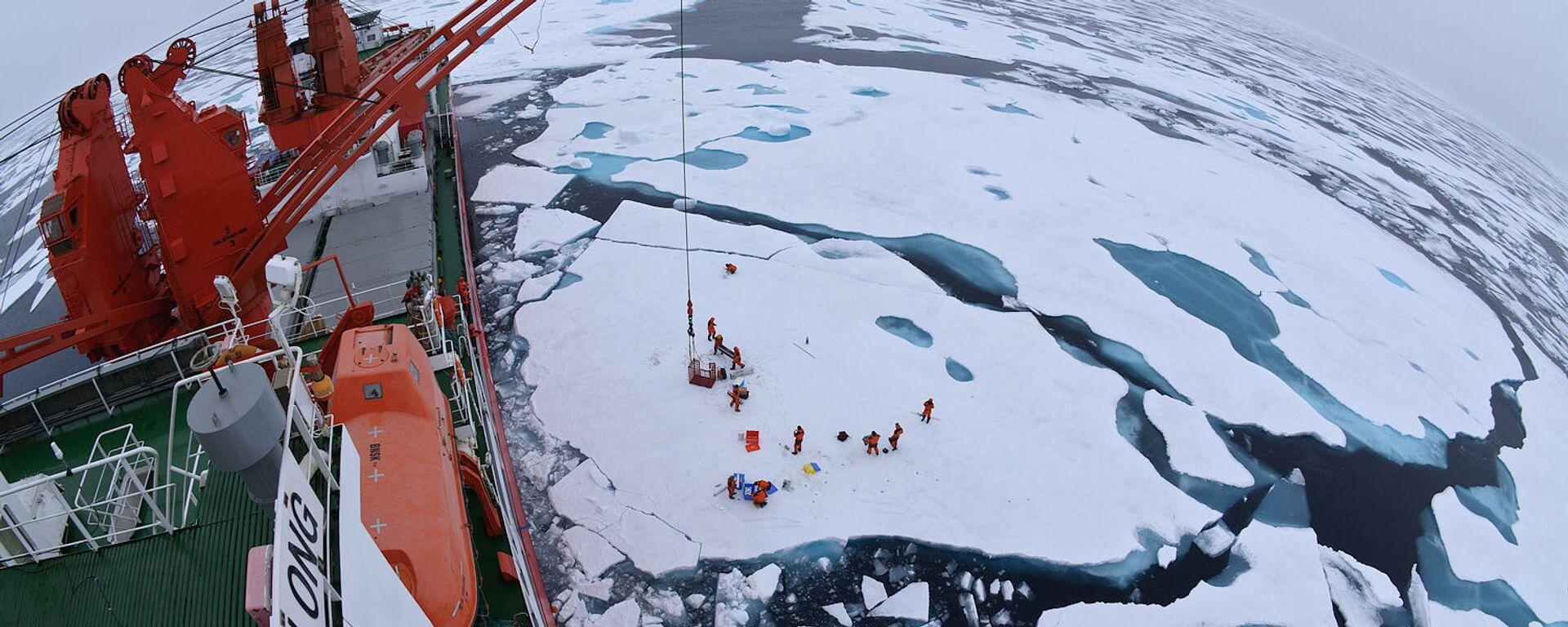 Obóz dryfujący na środku Oceanu Arktycznego, widziany z pokładu lodołamacza Xue Long - Sputnik Polska, 1920, 31.07.2021