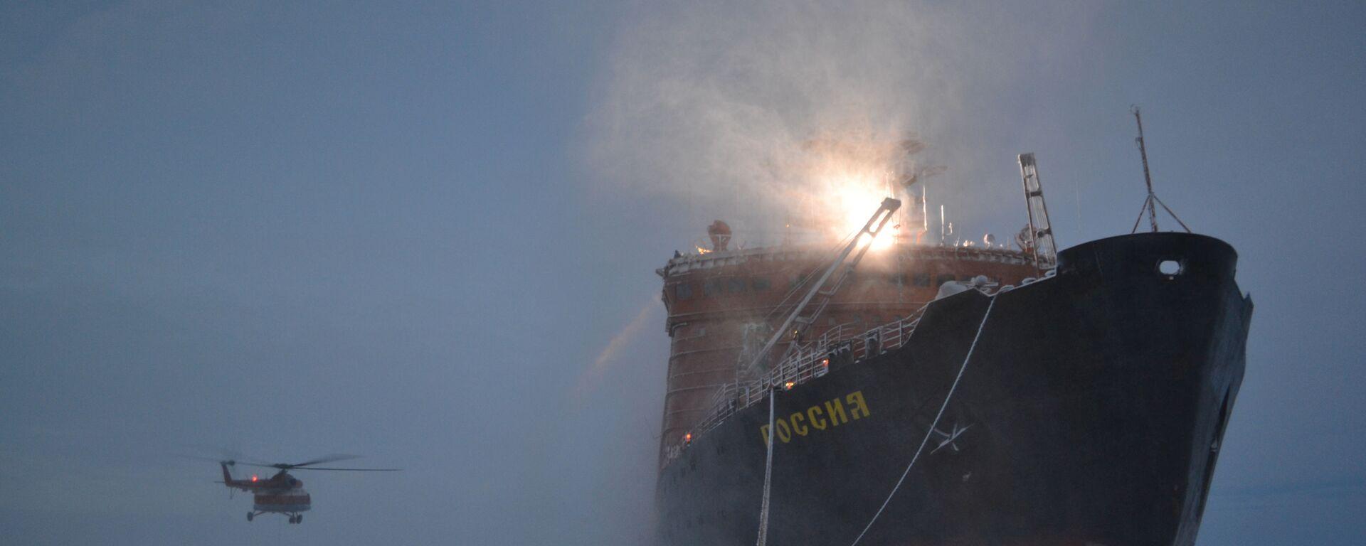 """Lodołamacz, który przywiózł rosyjskich polarników na Arktykę w celu rozmieszczenia nowej dryfującej stacji """"SP-40"""" - Sputnik Polska, 1920, 02.07.2021"""