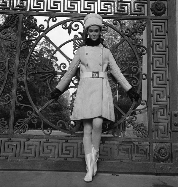 Modelka Moskiewskiego Domu Mody w stroju z kolekcji jesień-zima, 1968 rok  - Sputnik Polska