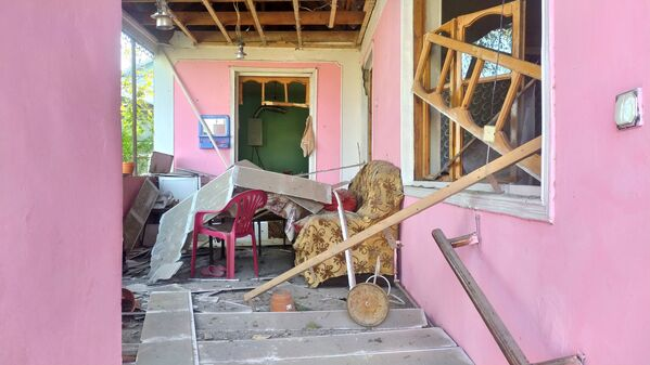 Budynek mieszkalny zniszczony przez ostrzał w regionie Terter w Azerbejdżanie - Sputnik Polska