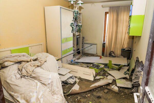 Mieszkanie zniszczone po ostrzale w Stepanakert, Republika Górskiego Karabachu - Sputnik Polska