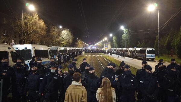 Policjanci bronią domu prezesa Kaczyńskiego - Sputnik Polska