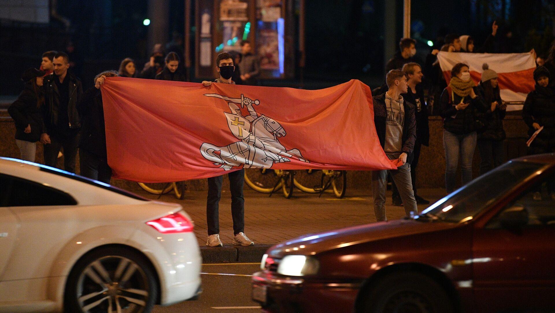 Uczestnicy nielegalnego wiecu protestacyjnego białoruskiej opozycji przy Alei Niepodległości w Mińsku - Sputnik Polska, 1920, 21.03.2021