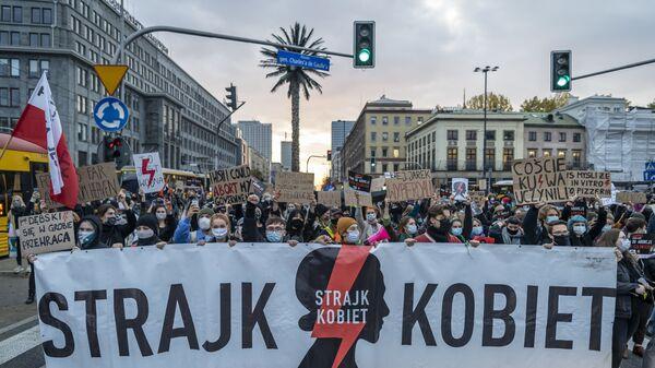 Strajk Kobiet w Warszawie. Protesty ws. zaostrzenia ustawy antyaborcyjnej - Sputnik Polska