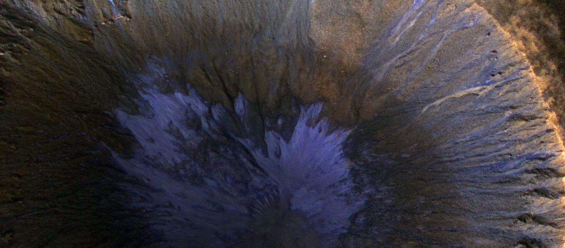 Ślady wody w kraterze na Marsie. - Sputnik Polska, 1920, 31.10.2020