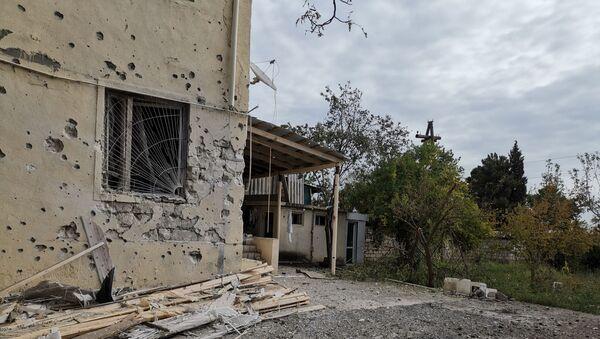 Skutki ostrzału w azerbejdżańskim Terter koło Karabachu - Sputnik Polska
