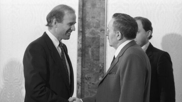 Amerykański senator Joe Biden i przewodniczący Prezydium Rady Najwyższej ZSRR Andriej Gromyko, Kreml,14.01.1988 r. - Sputnik Polska
