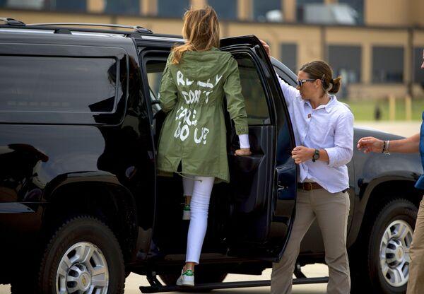 Melania Trump przybywa do Bazy Sił Powietrznych Andrews w stanie Maryland w kurtce Zara  - Sputnik Polska