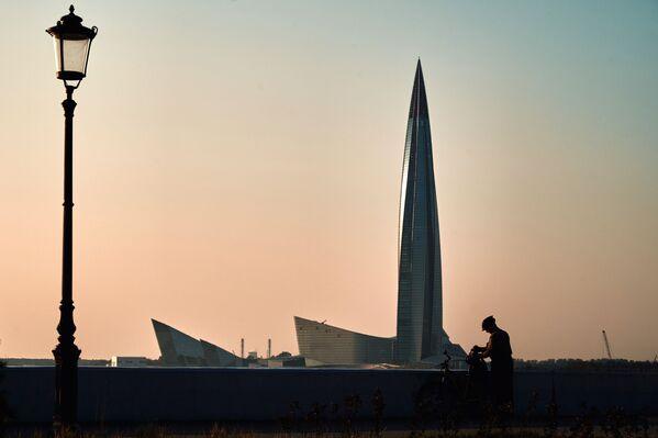"""Drapacz chmur kompleksu """"Łachta Centr"""" w Petersburgu na wybrzeżu Zatoki Fińskiej - Sputnik Polska"""