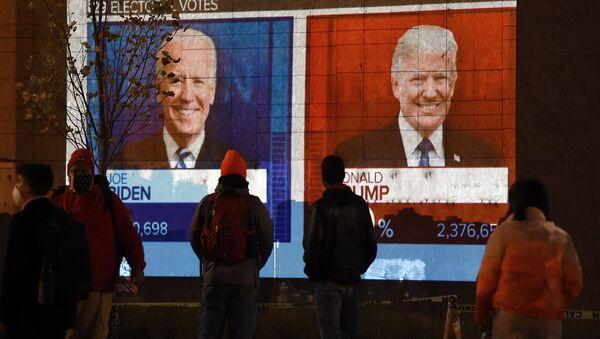 Ekran z wynikami wyborów w Waszyngtonie, USA - Sputnik Polska