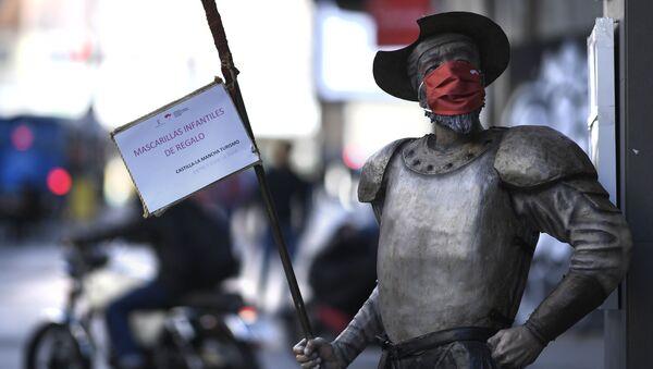 Figura Don Kichota w masce, Madryt - Sputnik Polska