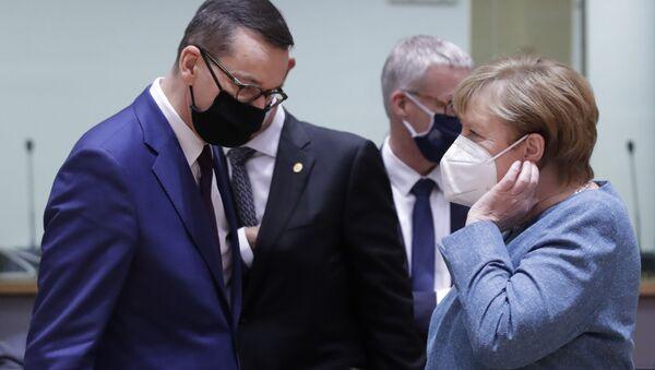 Mateusz Morawiecki i Angela Merkel - Sputnik Polska