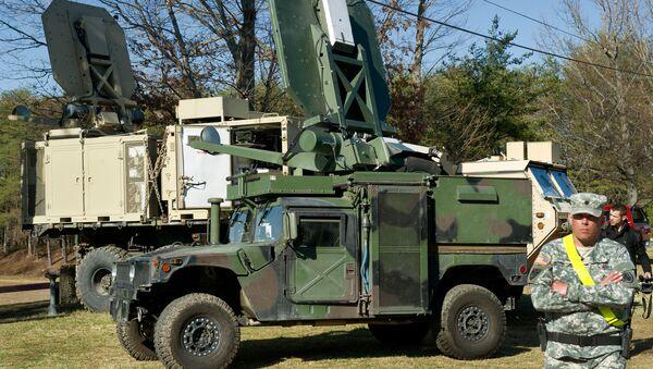 Dwa amerykańskie pojazdy wojskowe z systemem Active Denial System - Sputnik Polska